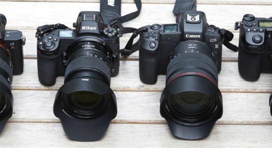 Vier DSLR-Kameras mit Augen-AF
