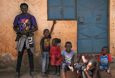 Brian Otieno mit Kindern der Kibera Hope Academy