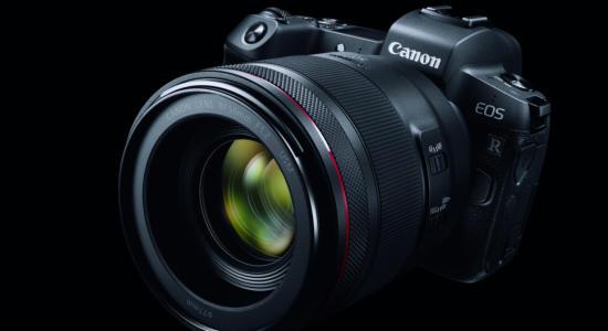 Foto Canon EOS R schräg von vorne