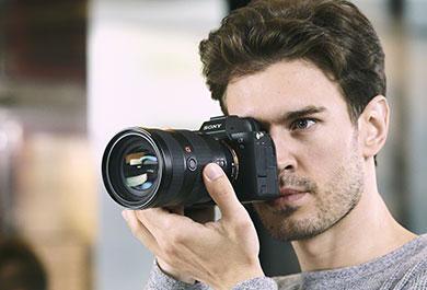 Fotograf mit Sony Kamera