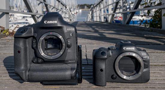Zwei Canon EOS Kameras